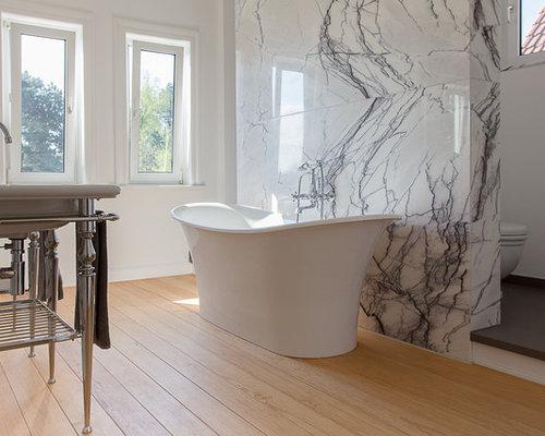 Große Moderne Badezimmer Ideen Mit Trogwaschbecken, Freistehender  Badewanne, Steinfliesen, Weißer Wandfarbe,