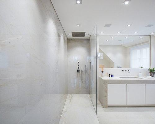 Mittelgroßes Modernes Badezimmer En Suite Mit Bodengleicher Dusche, Beiger  Wandfarbe, Granit Waschbecken/