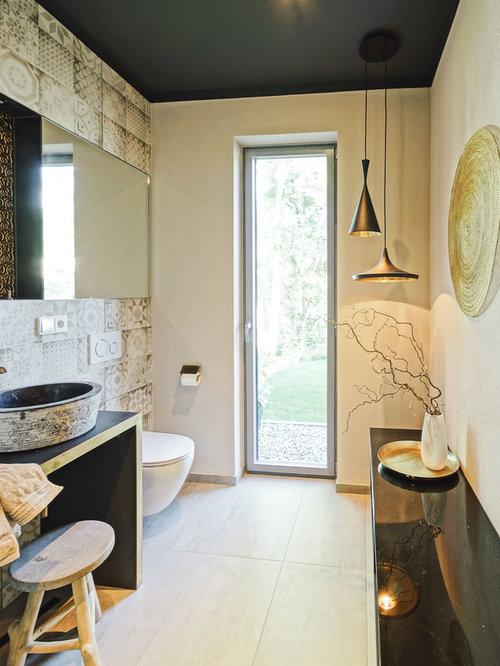 Perfekt Kleines Mediterranes Duschbad Mit Wandtoilette, Beigefarbenen Fliesen,  Braunen Fliesen, Beiger Wandfarbe, Zementfliesen