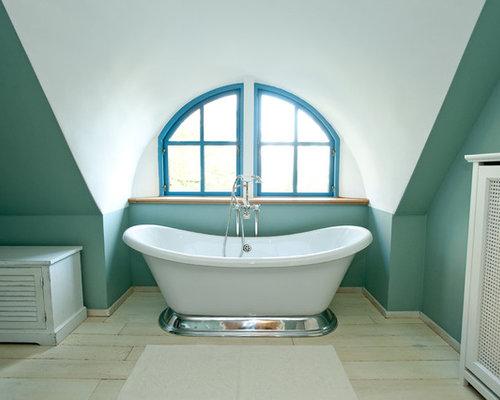 landhausstil badezimmer mit freistehender badewanne design ideen beispiele f r die badgestaltung. Black Bedroom Furniture Sets. Home Design Ideas
