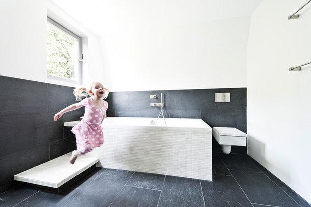 Skandinavisch Badezimmer By Wezel Architektur