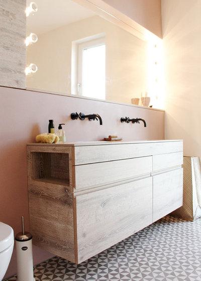 Modern Bathroom by ATELIER RAUMFRAGEN