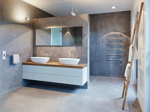 Contemporary Bathroom by HONEYandSPICE innenarchitektur + design