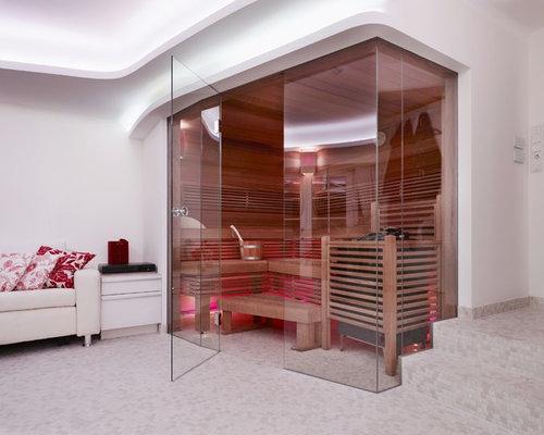 Mittelgroßes Modernes Badezimmer Mit Mosaikfliesen, Weißer Wandfarbe, Mosaik Bodenfliesen  Und Sauna In Frankfurt