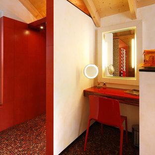 Diseño de cuarto de baño bohemio, de tamaño medio, con ducha a ras de suelo, baldosas y/o azulejos rojos, paredes blancas, suelo con mosaicos de baldosas, bañera encastrada, baldosas y/o azulejos de cerámica, puertas de armario de madera en tonos medios y encimera de vidrio