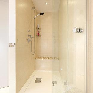 Landhausstil Badezimmer Mit Duschnische, Beigefarbenen Fliesen, Braunen  Fliesen, Grauen Fliesen, Weißen Fliesen
