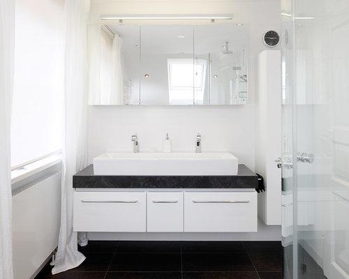 Inspiration Für Kleine Moderne Duschbäder Mit Flächenbündigen  Schrankfronten, Weißen Schränken, Schwarzen Fliesen, Weißer