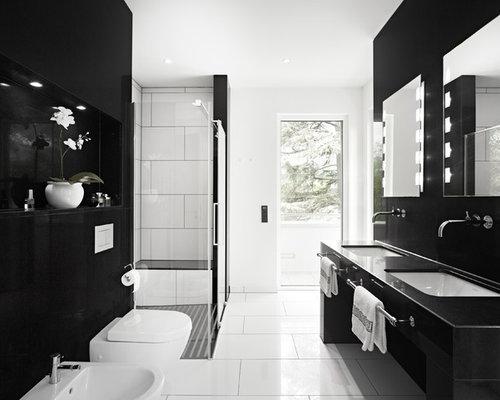Mittelgroßes Modernes Badezimmer En Suite Mit Eckdusche, Wandtoilette,  Weißer Wandfarbe, Unterbauwaschbecken, Flächenbündigen