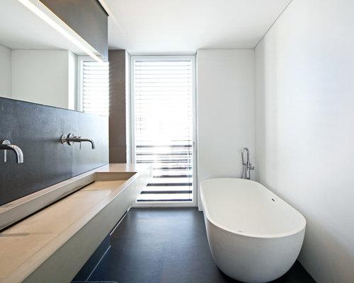 badezimmer mit beton waschbecken waschtisch und freistehender badewanne design ideen. Black Bedroom Furniture Sets. Home Design Ideas