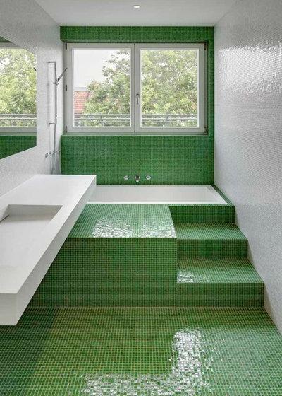 Bagni colorati 20 modi di usare il mosaico in verde e blu - Bagno mosaico verde ...