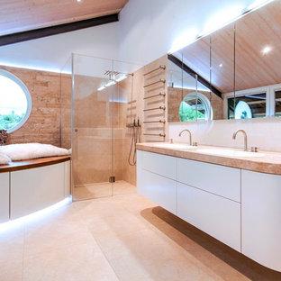 Modernes Badezimmer Mit Falttür Duschabtrennung In München