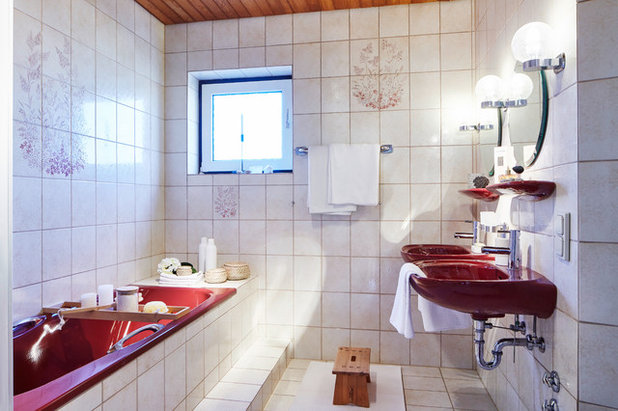 Contemporary Bathroom by HOME staging Bavaria