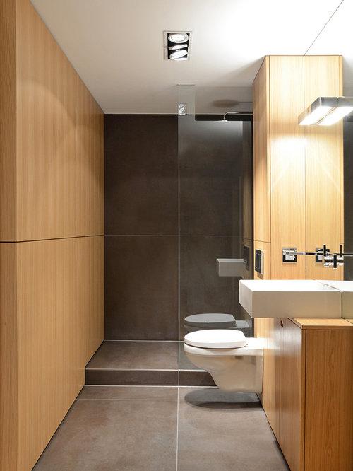 duschb der mit hellbraunen holzschr nken ideen beispiele f r die badgestaltung houzz. Black Bedroom Furniture Sets. Home Design Ideas