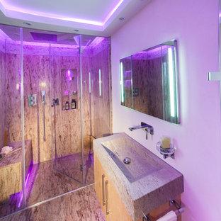 Esempio di una stanza da bagno padronale design di medie dimensioni con ante lisce, ante gialle, doccia a filo pavimento, WC sospeso, piastrelle multicolore, lastra di pietra, pareti bianche, lavabo a bacinella e top in granito