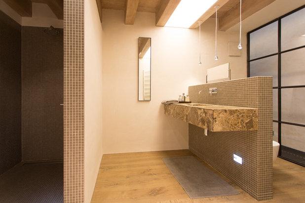 Modern Badezimmer by moessmer Planungsbüro und Werkstätten