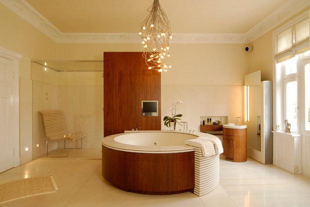 Contemporary Bathroom by Aimo Plus