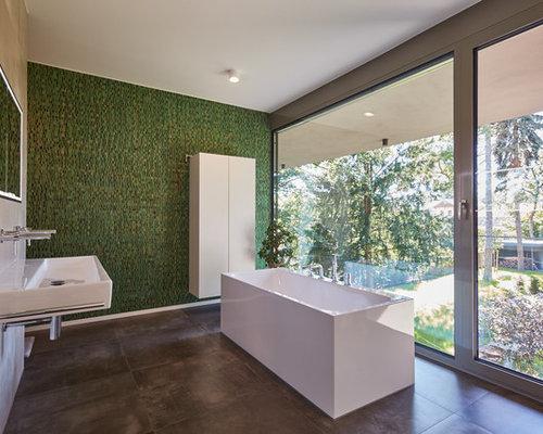 Badezimmer mit freistehender badewanne und mosaikfliesen for Badezimmer mosaikfliesen