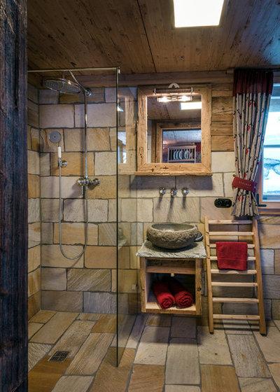 Rustikal Badezimmer by STEINER Art & Design