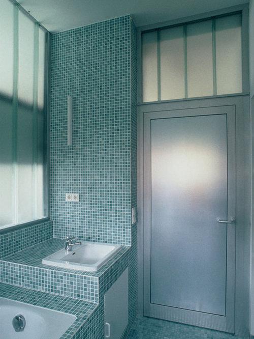 Salle de bain clectique avec un placard porte plane photos et id es d co - Taille moyenne salle de bain ...
