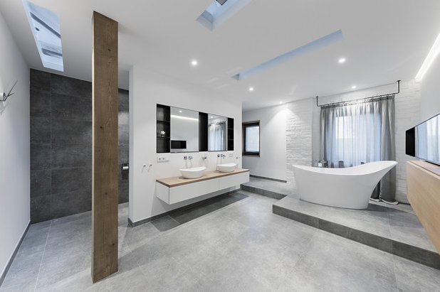 Modern Badezimmer by QUEST ARCHITEKTEN