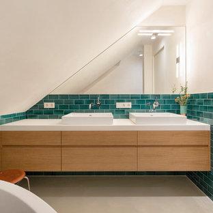 Свежая идея для дизайна: ванная комната среднего размера в скандинавском стиле с плоскими фасадами, коричневыми фасадами, белыми стенами, бетонным полом, настольной раковиной, бежевым полом, душем без бортиков, душевой кабиной, столешницей из дерева, душем с распашными дверями и белой столешницей - отличное фото интерьера