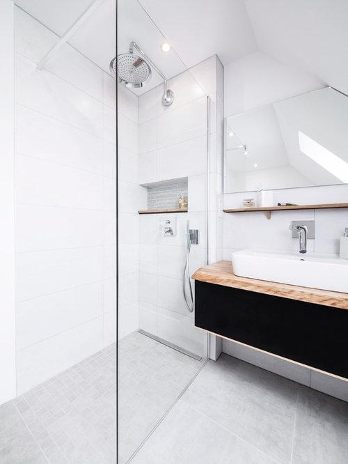 badezimmer mit wandtoilette mit sp lkasten in deutschland. Black Bedroom Furniture Sets. Home Design Ideas