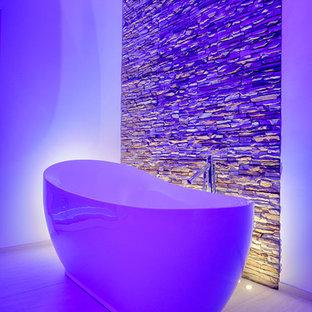 Immagine di una stanza da bagno minimalista