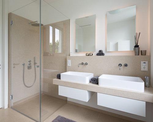 Idee Für Mittelgroße Moderne Badezimmer Mit Offenen Schränken, Eckdusche,  Beigefarbenen Fliesen, Beiger Wandfarbe