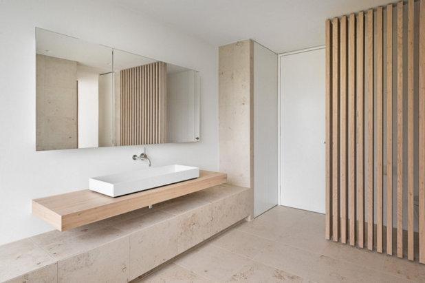 Modern Badezimmer by back hoch zwei