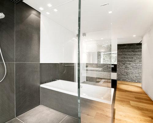 Charmant Großes Modernes Badezimmer En Suite Mit Flächenbündigen Schrankfronten,  Weißen Schränken, Einbaubadewanne, Offener Dusche