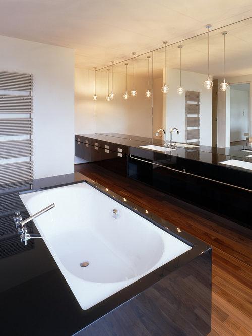 badezimmer mit einbaubadewanne und schwarzen schr nken ideen design bilder houzz. Black Bedroom Furniture Sets. Home Design Ideas