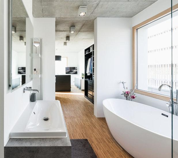 Minimalistisch Badezimmer by büro für bauform