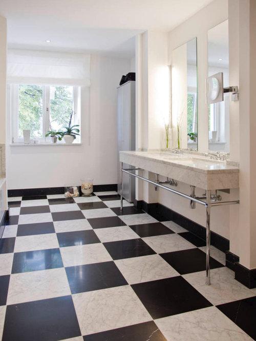 Großes Modernes Badezimmer Mit Marmor Waschbecken/Waschtisch,  Schwarz Weißen Fliesen, Steinfliesen