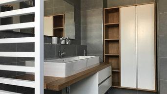 Waschtisch in modernem Badezimmer