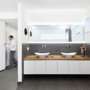 Waschtisch mit Türen