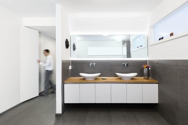 Modern Badezimmer by Neue Räume - Die Küchen Schreiner