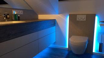 Waschtisch nach Maß ohne Griffe in kleinem Badezimmer mit Dachschräge