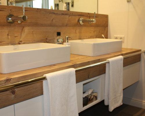 Mittelgrosses Modernes Duschbad Mit Flchenbndigen Schrankfronten Weissen Schrnken Wandtoilette Fliesen Weisser