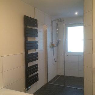 Salle de bain avec un carrelage noir et blanc Dortmund ...