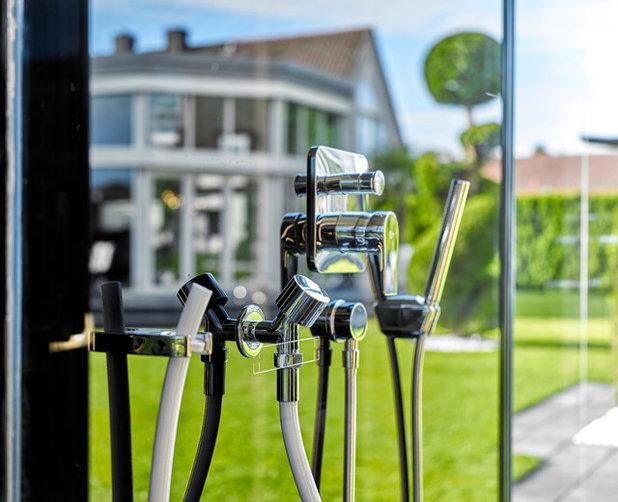Minimalistisch Badezimmer by Lebsack Haustüren, Fenster und Sonnenschutz