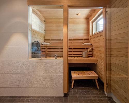 Mittelgroßes Skandinavisches Badezimmer Mit Weißer Wandfarbe, Weißen  Fliesen, Keramikfliesen Und Sauna In Sonstige