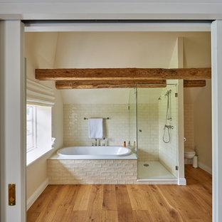 Salle de bain avec un sol en bois brun Hambourg : Photos et idées ...