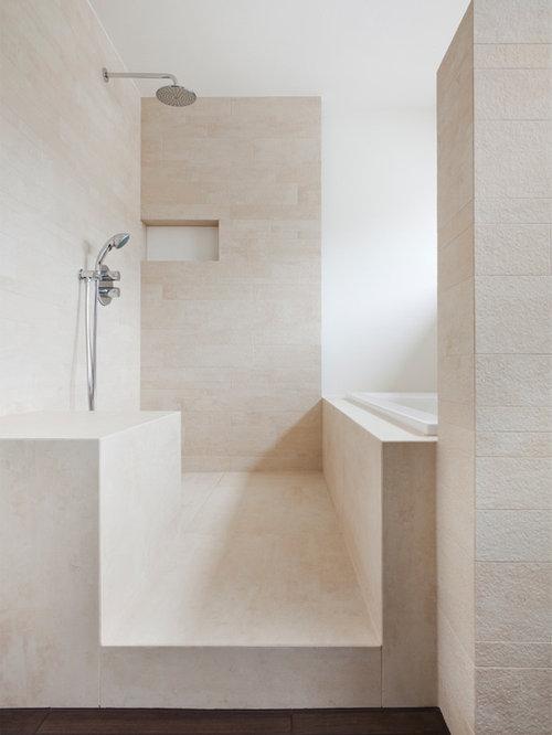 Mittelgroßes Modernes Badezimmer Mit Einbaubadewanne, Beigefarbenen  Fliesen, Steinfliesen, Offener Dusche, Kalkstein Und