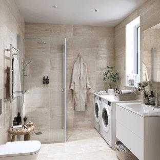Inspiration för mellanstora skandinaviska badrum, med släta luckor, vita skåp, beige kakel, en hörndusch, en toalettstol med hel cisternkåpa, beige väggar, ett väggmonterat handfat och beiget golv