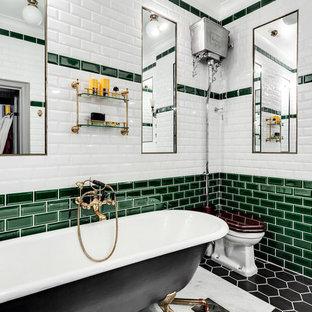 Foto di una stanza da bagno padronale vittoriana con vasca con piedi a zampa di leone, WC monopezzo, piastrelle nere, piastrelle verdi, piastrelle bianche, piastrelle diamantate e pavimento nero