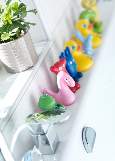 Scandinavian Bathroom by Ekeforshus Anebyhusgruppen