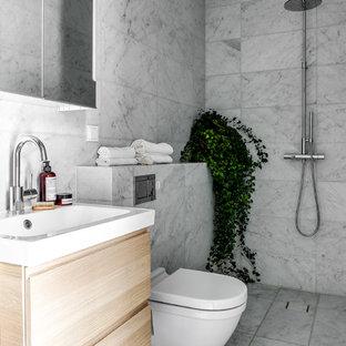 Idéer för att renovera ett funkis badrum, med med dusch som är öppen