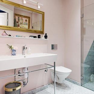 Idéer för att renovera ett mellanstort funkis badrum, med en toalettstol med hel cisternkåpa, grå kakel, rosa väggar, ett konsol handfat och vitt golv