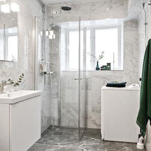 Exempel på ett mellanstort klassiskt badrum med dusch, med släta luckor, vita skåp, en hörndusch, grå kakel, vit kakel, marmorkakel, marmorgolv, ett nedsänkt handfat, dusch med gångjärnsdörr, grå väggar och grått golv