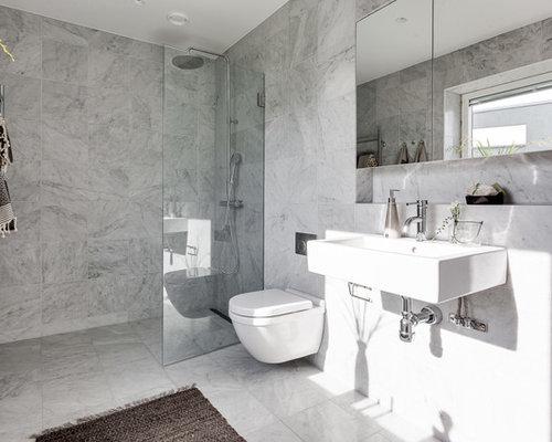 salle de bain avec une douche d 39 angle et un wc suspendu photos et id es d co de salles de bain. Black Bedroom Furniture Sets. Home Design Ideas